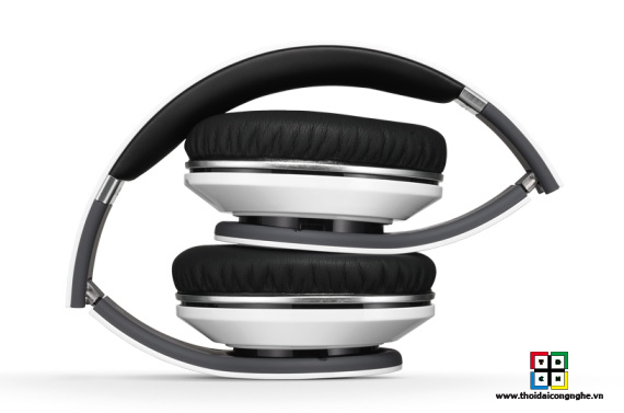 monster-beats-studio-white-3