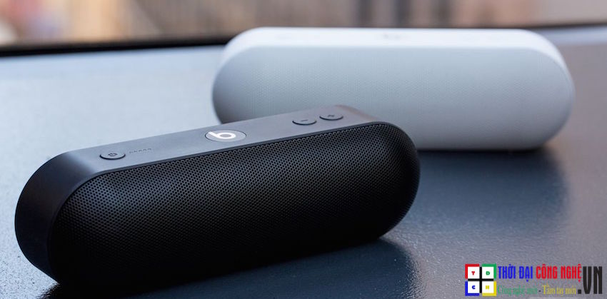 beats-pill-plus-black-white
